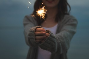 sparkler_girl_woman_happy_happiness-2807.jpg!d
